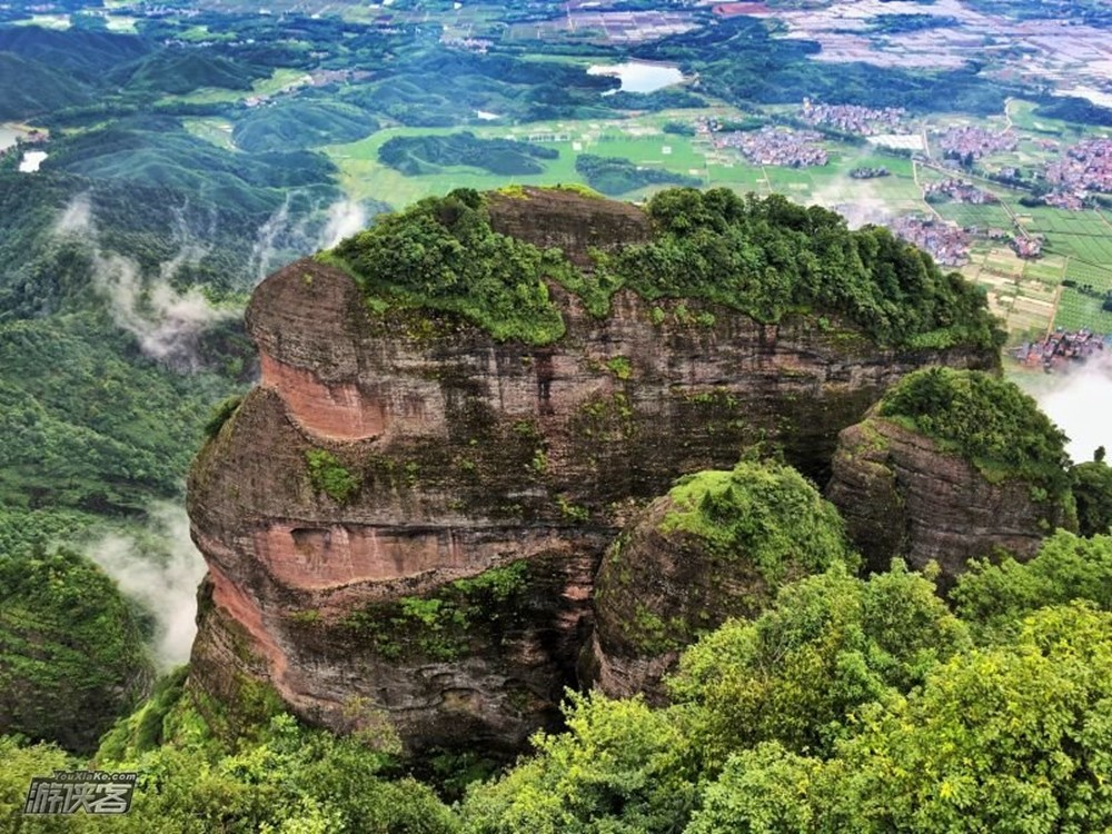 登山裝備:登山鞋,登山杖等 時間:5小時 行程:10公里 江郎山風景